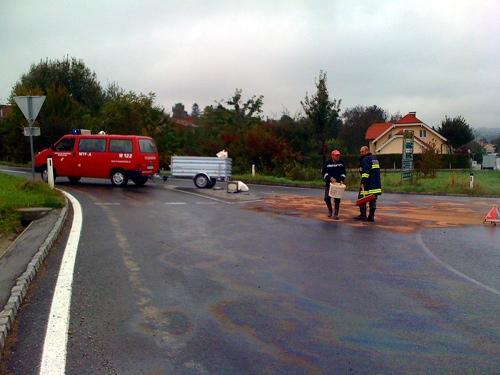 Ölspur im Kreisverkehr