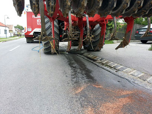 Ölaustritt nach Riss einer Hydraulikleitung