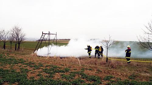 Hochstand in Flammen
