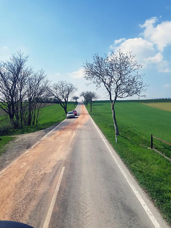 Schadstoffeinsatz - Ölspur zwischen Münichsthal und Großebersdorf